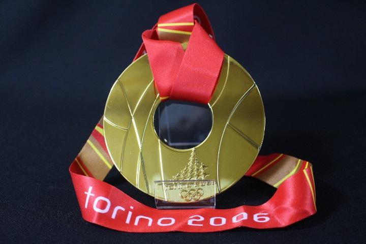 メルカリ - 2006年 トリノオリンピック【金メダル】+【スタンド ...