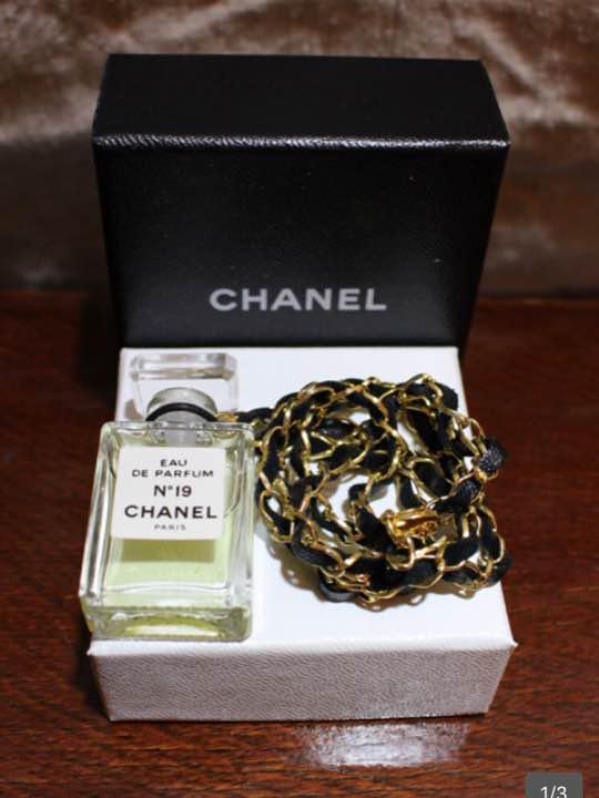 54b053a51ffe メルカリ - 超美品CHANELシャネル香水瓶チェーンネックレスNo19箱付き ...