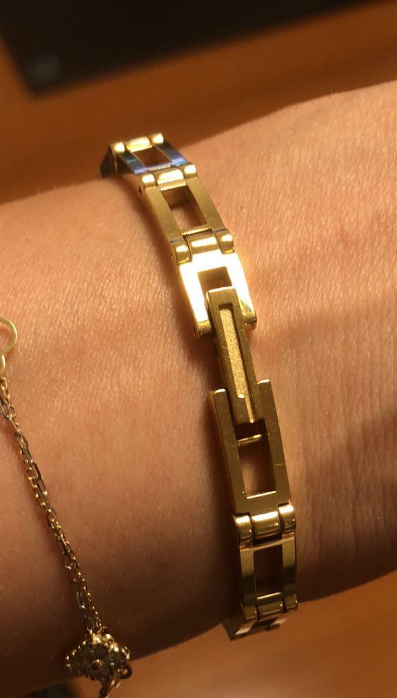 on sale fb3c0 d232e 最終値下げ GUCCI グッチ 腕時計 ゴールド ブレスレット 細身 レディース(¥7,200) - メルカリ スマホでかんたん フリマアプリ