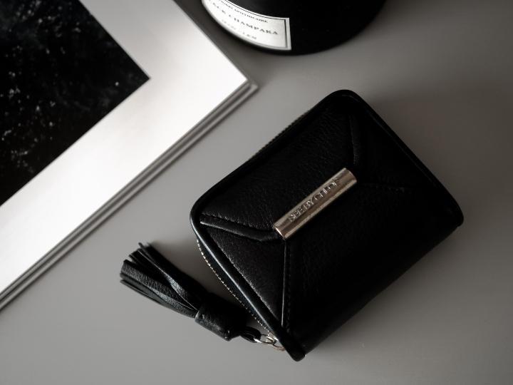 size 40 8d407 decdf SEE BY CHLOE フリンジ 財布 黒(¥3,000) - メルカリ スマホでかんたん フリマアプリ