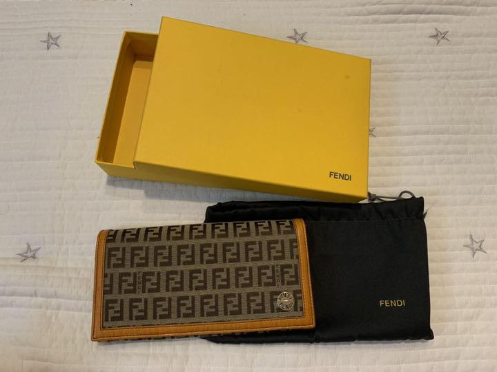 newest 37545 e08d2 フェンディ FENDI 長財布(¥7,000) - メルカリ スマホでかんたん フリマアプリ