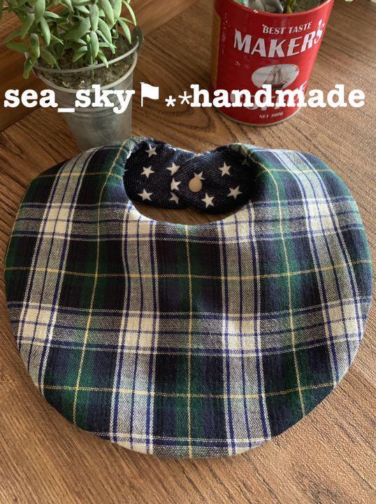 154caf89a34bf メルカリ - handmade ふわふわ丸スタイ リバーシブル ブラックウォッチ ...