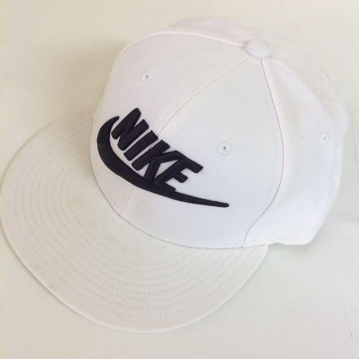 ナイキ ロゴキャップ 白 56 帽子