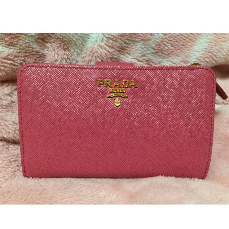 purchase cheap f9a24 a1113 PRADA 二つ折り財布 新作 ピンク(¥59,000) - メルカリ スマホでかんたん フリマアプリ