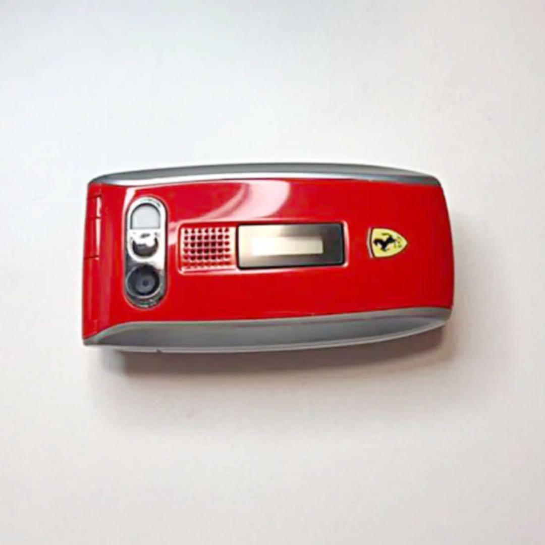 メルカリ ガラケー Vodafone V302sh フェラーリモデル 傷少なめ 充電器 スマートフォン本体 1 000 中古や未使用のフリマ
