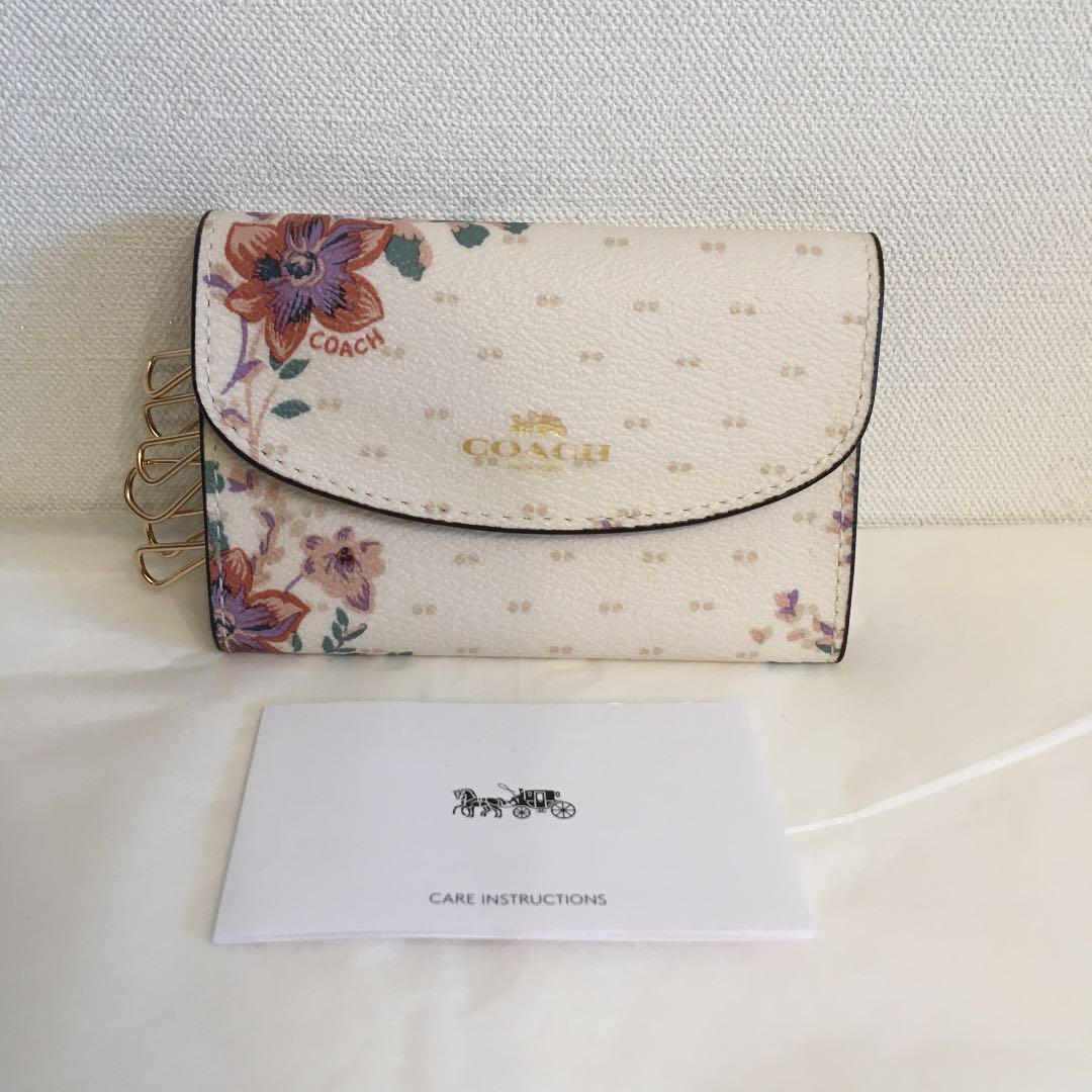 low priced 2dddf 709a0 【新品】coach ♡ キーケース 花柄(¥6,000) - メルカリ スマホでかんたん フリマアプリ