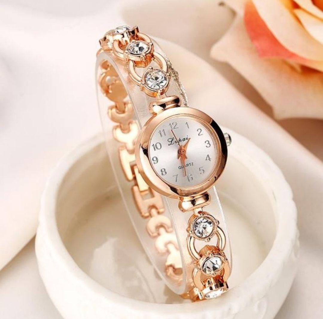 official photos 93732 80d14 【新品】高級 ゴールド ブレスレット腕時計 ブランド品 可愛い レディース(¥1,500) - メルカリ スマホでかんたん フリマアプリ
