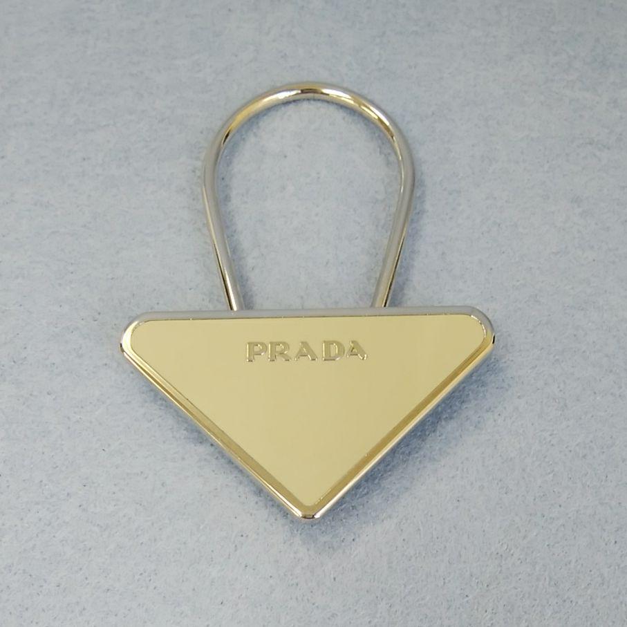 0b63395d999f メルカリ - EK25 プラダ 三角ロゴプレートキーリング キーホルダー ...