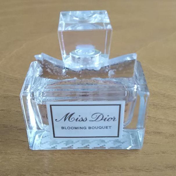 sale retailer edabb 11dc9 【ちょこ様専用】Dior 香水 ミスディオール ミニボトル(¥1,100) - メルカリ スマホでかんたん フリマアプリ