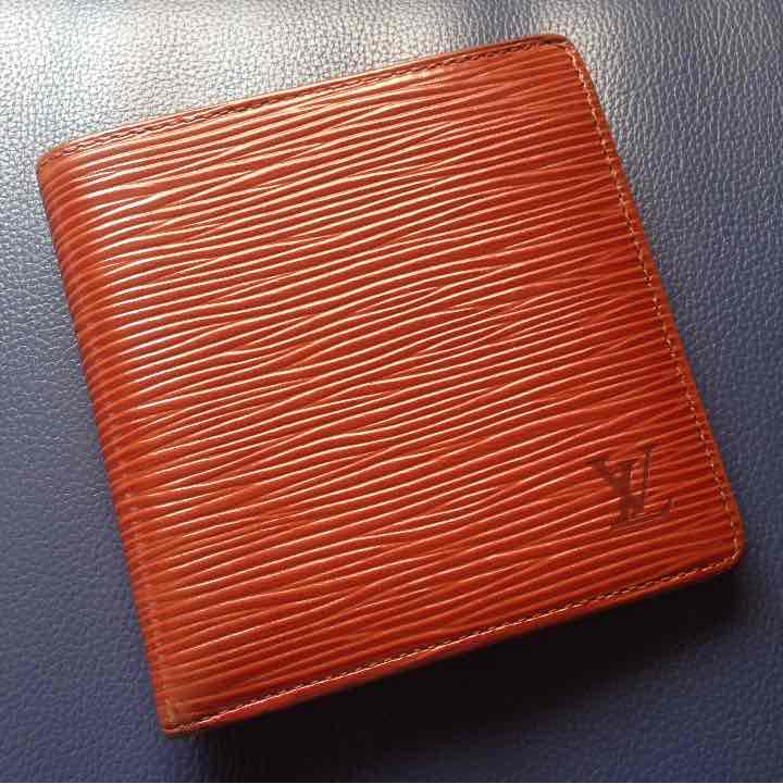 factory authentic bc705 9aa75 正規品 ルイヴィトン エピ 二つ折り財布 メンズ(¥ 3,500) - メルカリ スマホでかんたん フリマアプリ