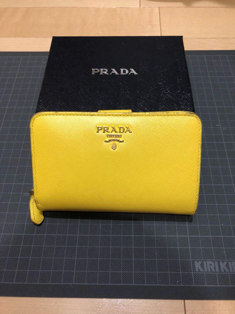 99a49a035d84 メルカリ - PRADA プラダ 黄色 二つ折 財布 【長財布】 (¥7,500) 中古や ...
