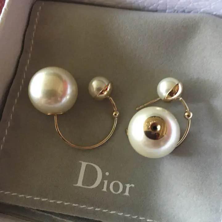 super popular c28b2 0a959 ディオール パール ピアス 片耳 Dior(¥7,800) - メルカリ スマホでかんたん フリマアプリ