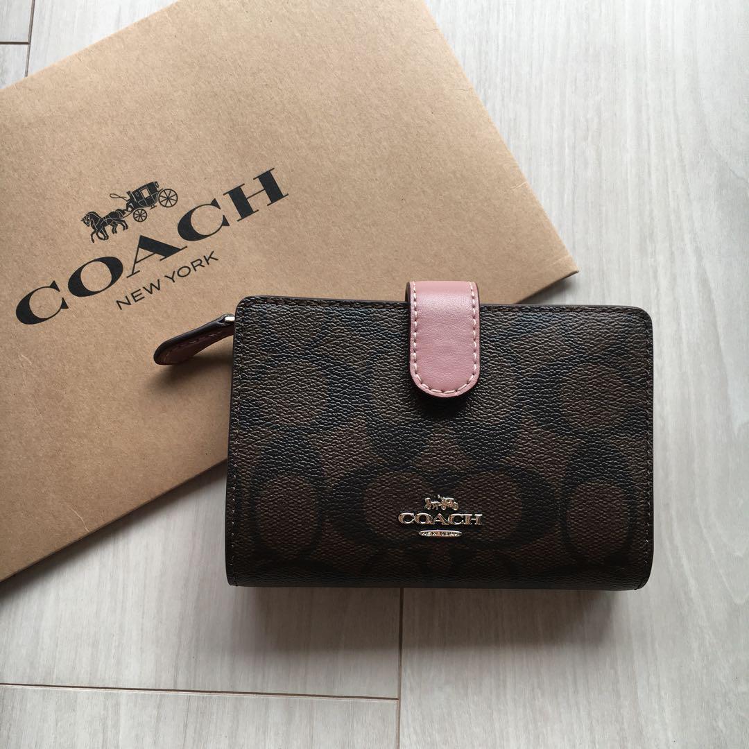 best loved c0412 0fc7d 新品! COACH (コーチ) レザー 二つ折り財布 ピンク×シグニチャー(¥10,800) - メルカリ スマホでかんたん フリマアプリ