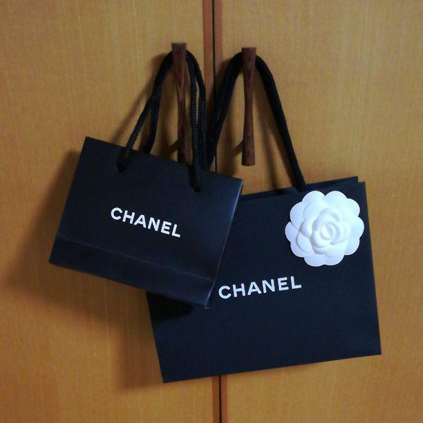 42e5c38764ee メルカリ - CHANEL カメリア付き 紙袋 【ショップ袋】 (¥650) 中古や未 ...