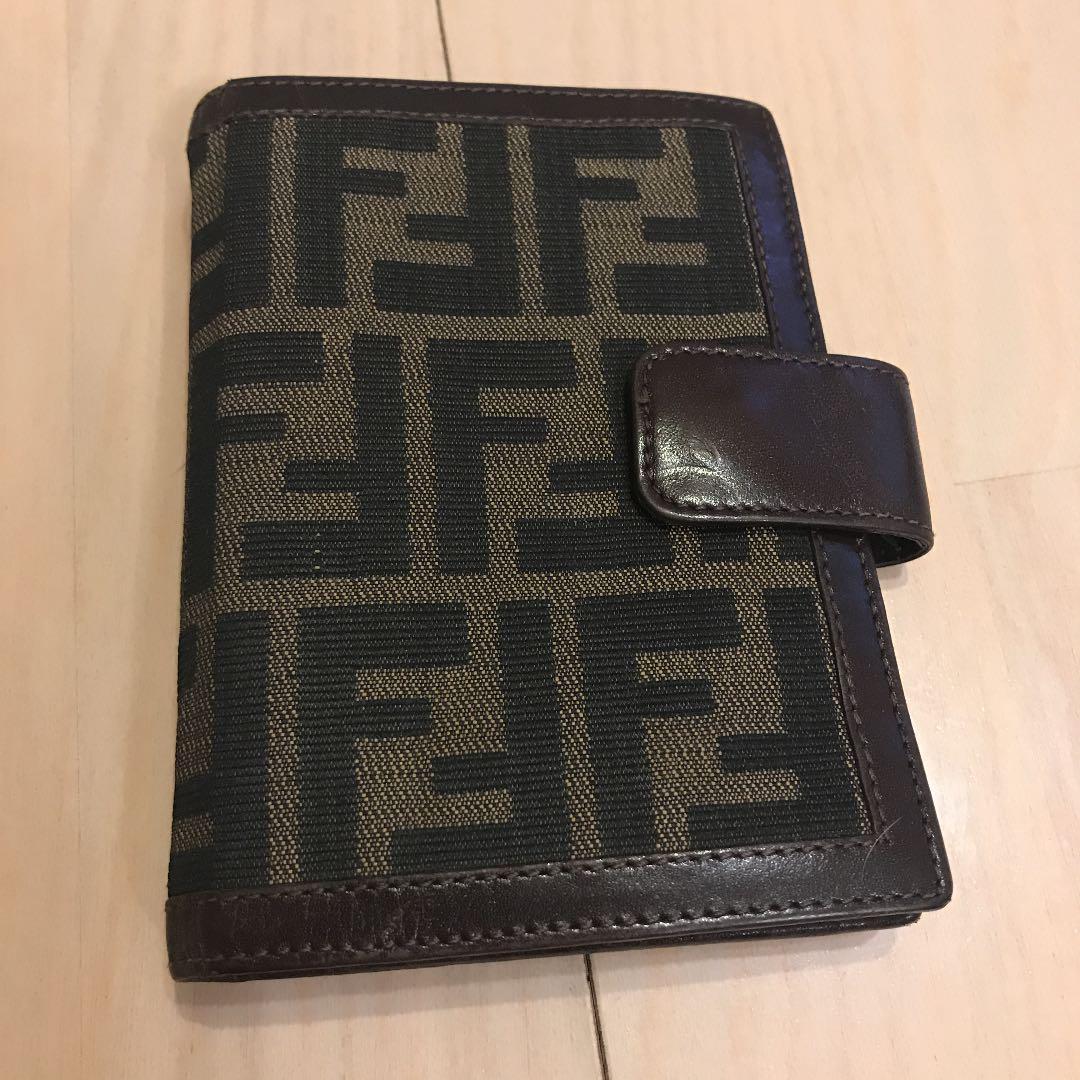 meet ae27a f5bbf 【値下げです】フェンディ 手帳カバー(¥ 6,800) - メルカリ スマホでかんたん フリマアプリ