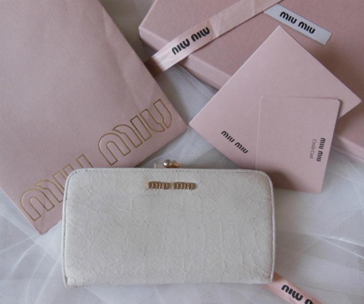 low priced 7f7f6 0d5c3 【正規品】ミュウミュウmiumiu 長財布 がま口 クロコ オフホワイト(¥1,700) - メルカリ スマホでかんたん フリマアプリ
