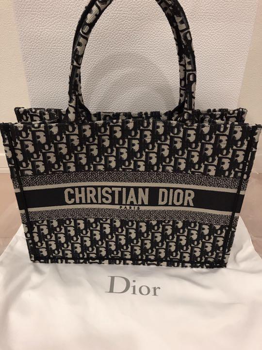 separation shoes 97a00 c0b2d 予約完売品 新品 Christian Dior ディオール ブックトートスモール(¥315,000) - メルカリ スマホでかんたん フリマアプリ