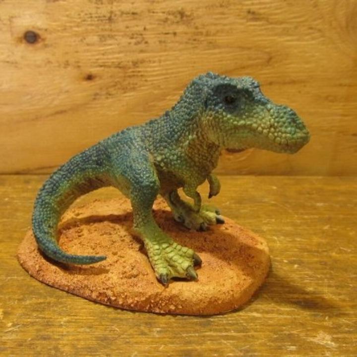 メルカリ ハンドメイド恐竜フィギュア ティラノサウルス おもちゃ