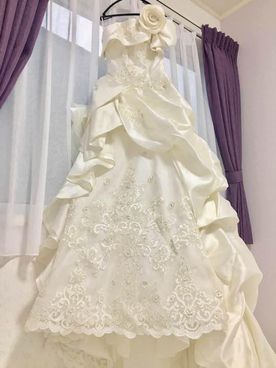 b53b1109a52d9 メルカリ - ウェディングドレス 帝国ホテル マシェリ 刺繍 8号 から 9号 ...