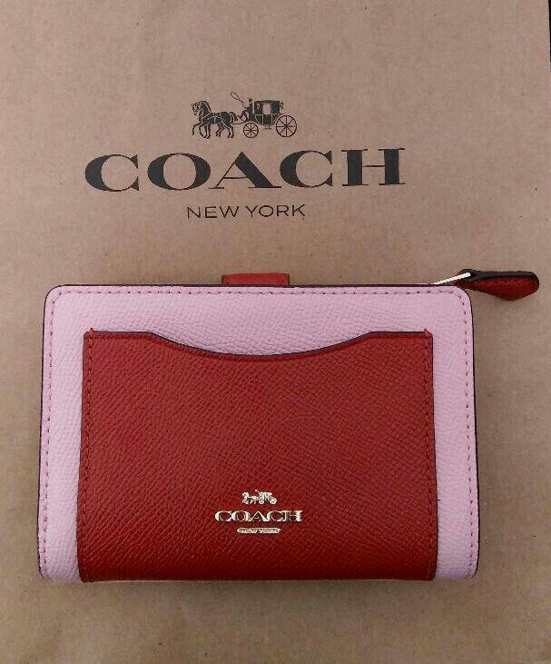 big sale 37c05 d4d98 【美品】 コーチ COACH 二つ折り財布 ピンク 大人可愛い(¥10,800) - メルカリ スマホでかんたん フリマアプリ