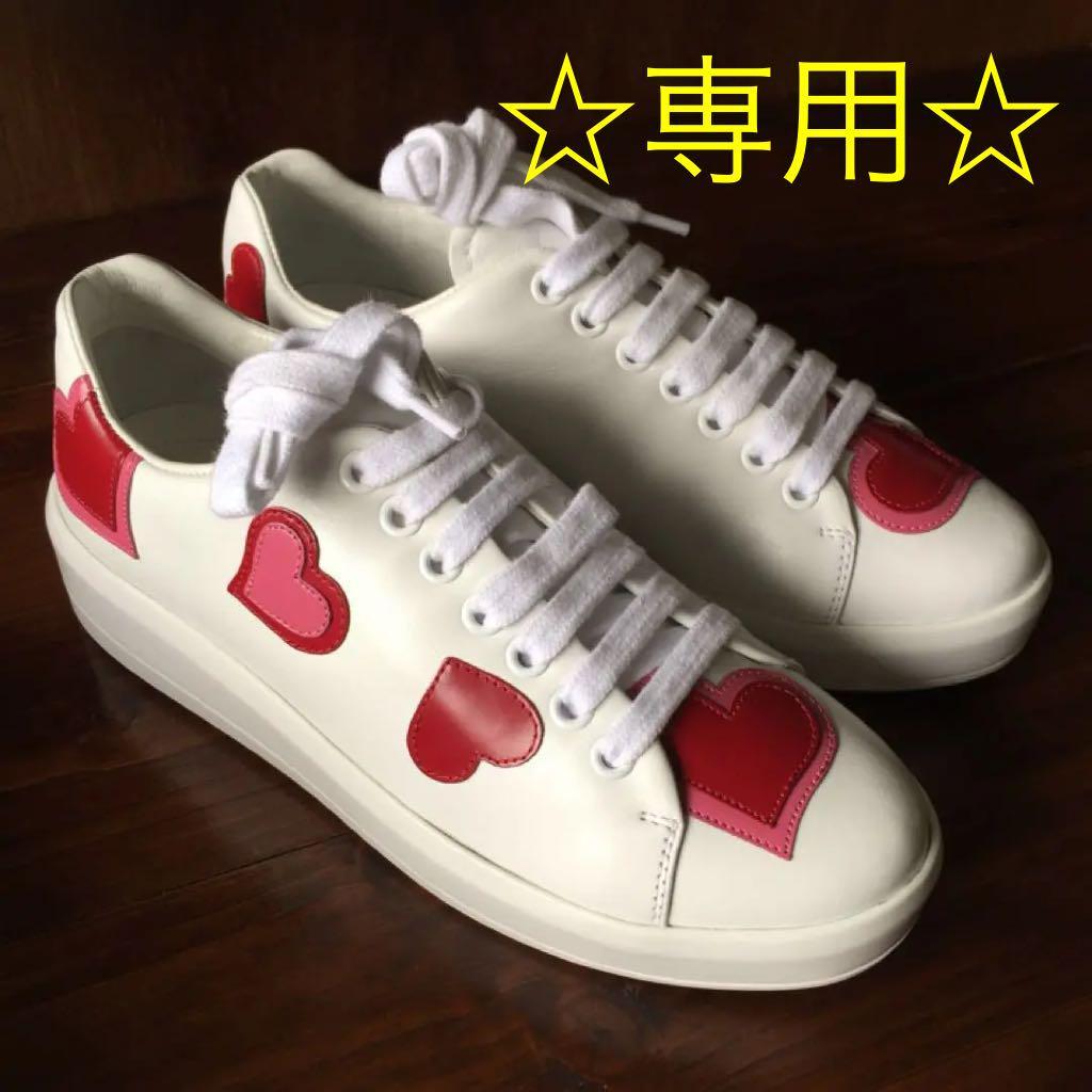 huge discount 2bd8d daf37 ☆専用☆ PRADA プラダ スニーカー 靴 ハート♡柄(¥35,000) - メルカリ スマホでかんたん フリマアプリ