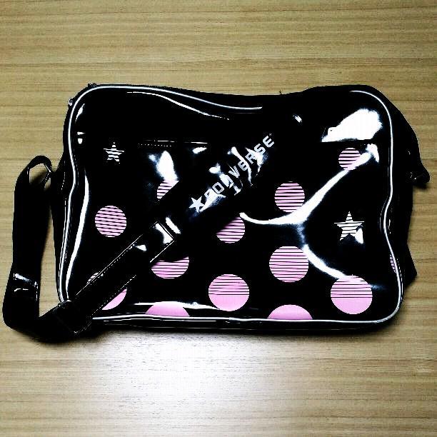 9e85e16ec1df メルカリ - コンバース エナメルバッグ Mサイズ 【スポーツバッグ ...