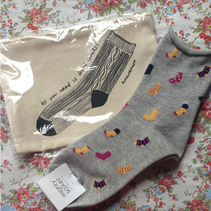 靴下屋 タビオ 靴下柄ソックス\u0026ノベルティポーチ(¥580) , メルカリ スマホでかんたん フリマアプリ