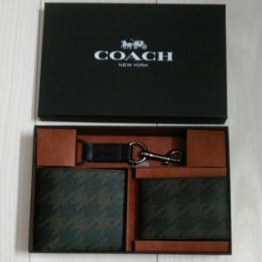 c88674ead91e COACH 新品 二つ折財布 名刺入れ キーホルダー 3点セット 専用ボックス付