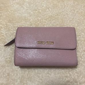 0d5f2a893c8a ミュウミュウ通販・買取 - メルカリ 中古や未使用の折り財布のフリマ