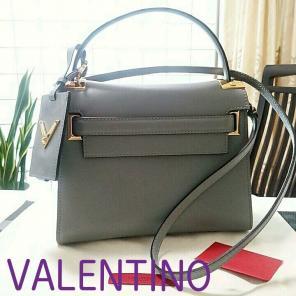 3880b733d6da ヴァレンティノの通販・フリマはメルカリ   VALENTINO中古・未使用・古着 ...